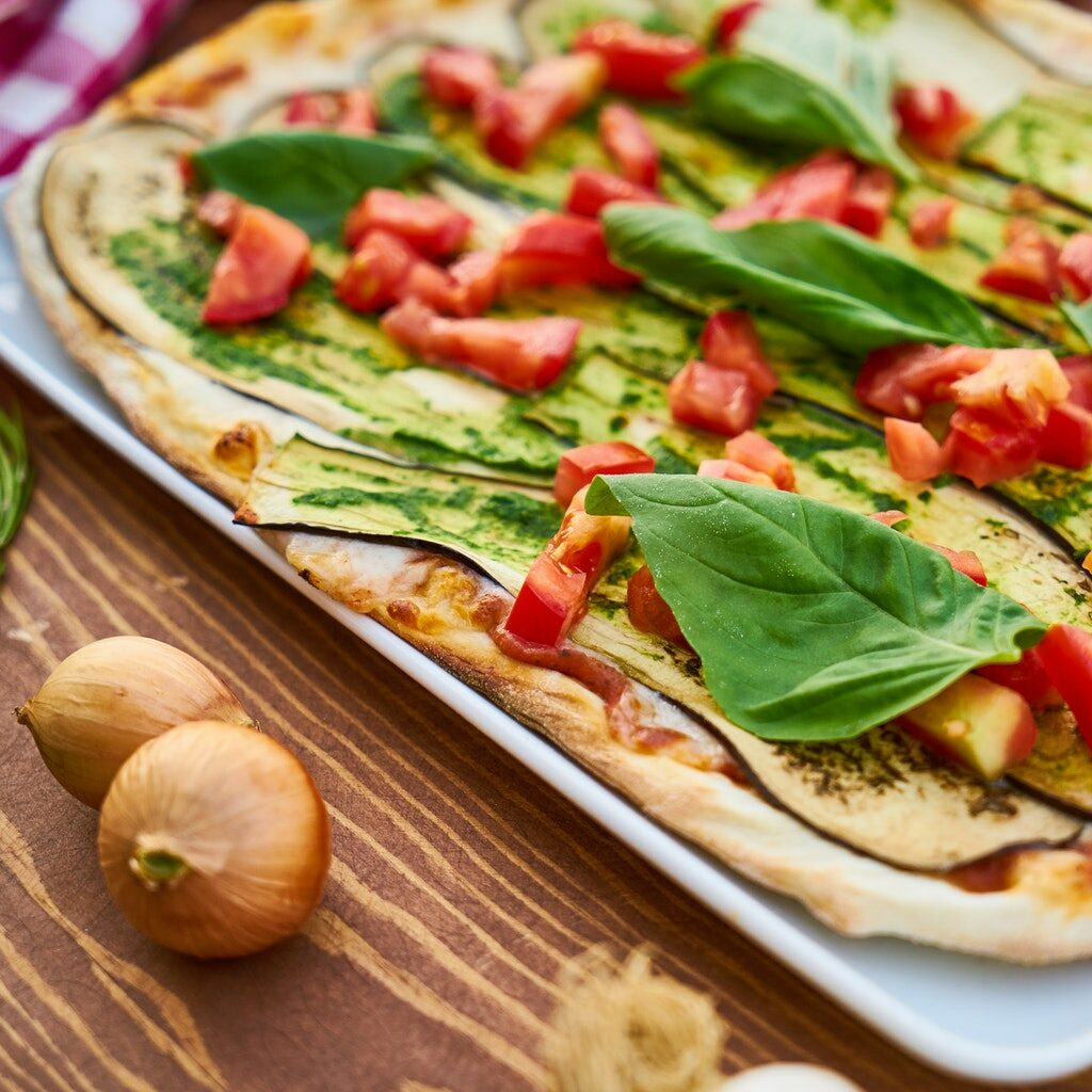 baked-eggplant-with-sliced-tomatoes-and-spinach-1437812.jpg