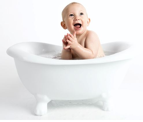 Kúpanie bábätka, dieťa vo vaničke